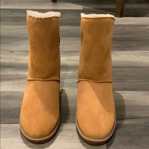 Clarks women's shearling boots